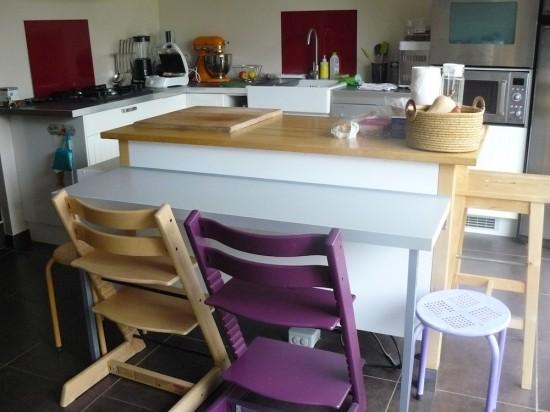Petit coin repas pour la cuisine avec cette table d - Table de cuisine d appoint ...