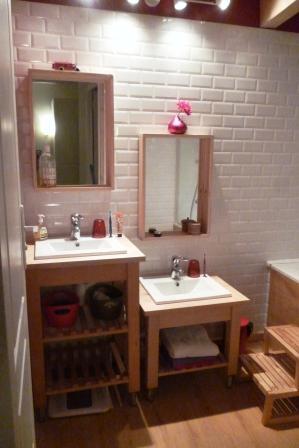 Un meuble de salle de bain unique avec l aide d ikea - Meuble d angle salle de bain ikea ...