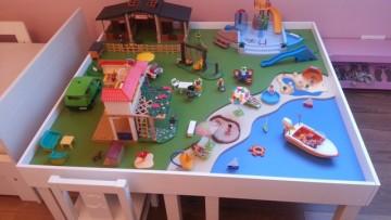 une table de jeu playmobil avec lack. Black Bedroom Furniture Sets. Home Design Ideas