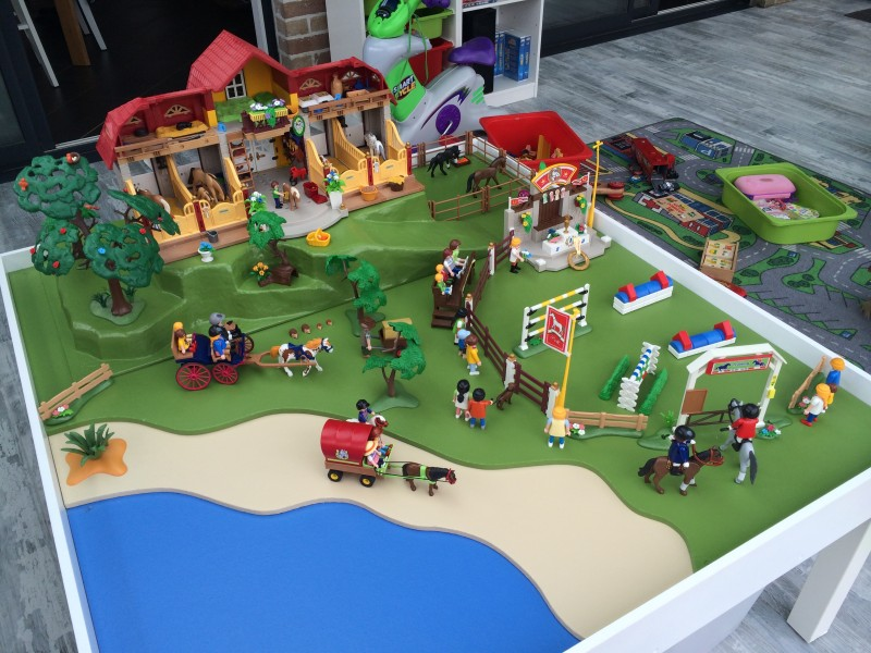 une table de jeu playmobil avec lack bidouilles ikea. Black Bedroom Furniture Sets. Home Design Ideas