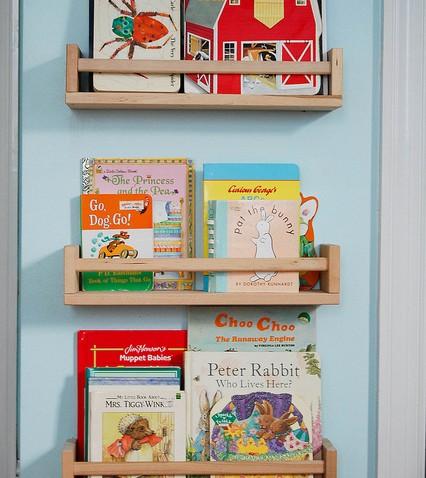 Une tag re pices comme biblioth que d 39 enfant - Etagere pour livre de cuisine ...
