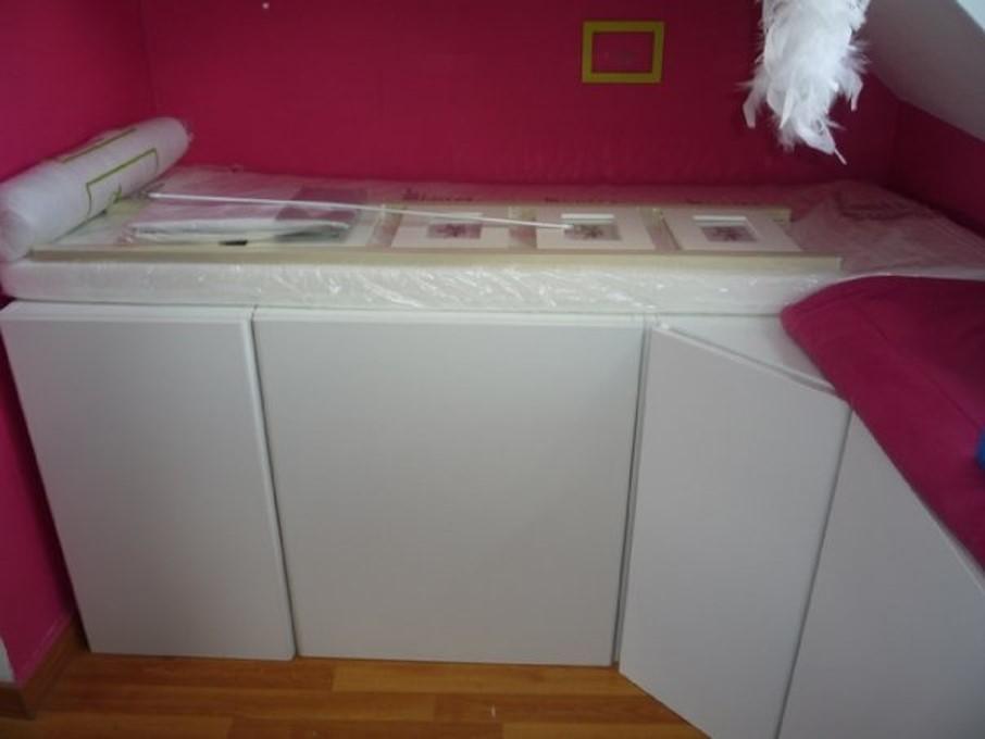 Un lit enfant avec du rangement base de meubles de - Peinture tout support sans sous couche ...