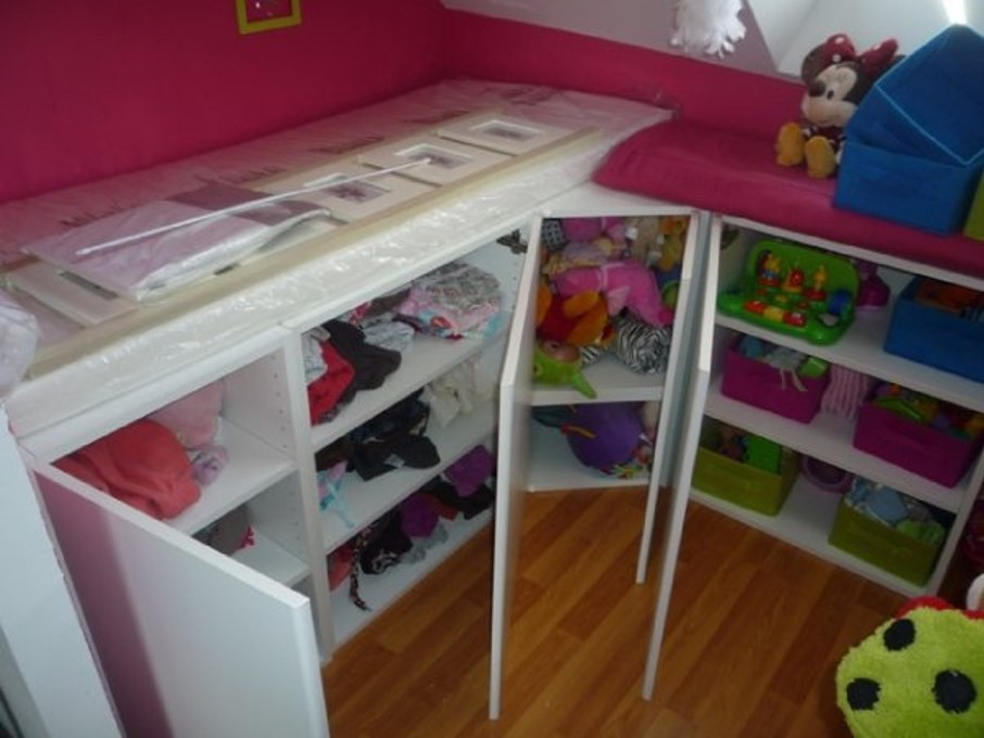 un lit enfant avec du rangement base de meubles de. Black Bedroom Furniture Sets. Home Design Ideas