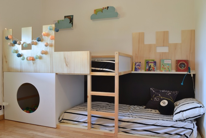 Un lit enfant kura transform en ch teau fort for Chambre ikea