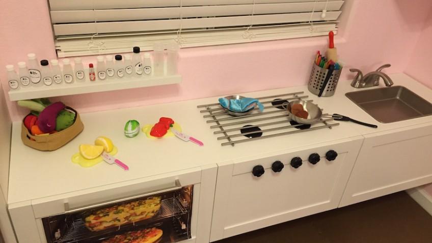 Une cuisine de professionnel pour enfant bidouilles ikea for Cuisine en bois jouet ikea