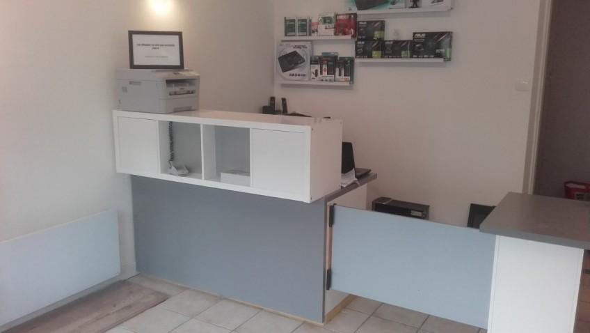 comptoir d 39 accueil et bureau pas cher pour un petit commerce bidouilles ikea. Black Bedroom Furniture Sets. Home Design Ideas