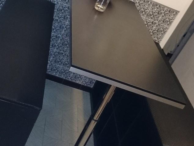 Cr ation de table haute et bancs bidouilles ikea - Table de cuisine a fixer au mur ...