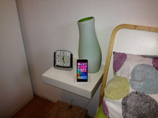 Table de chevet avec dock iphone int gr bidouilles ikea - Comment faire une table de chevet ...