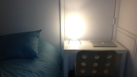 Mini bureau/table de nuit pour une petite chambre
