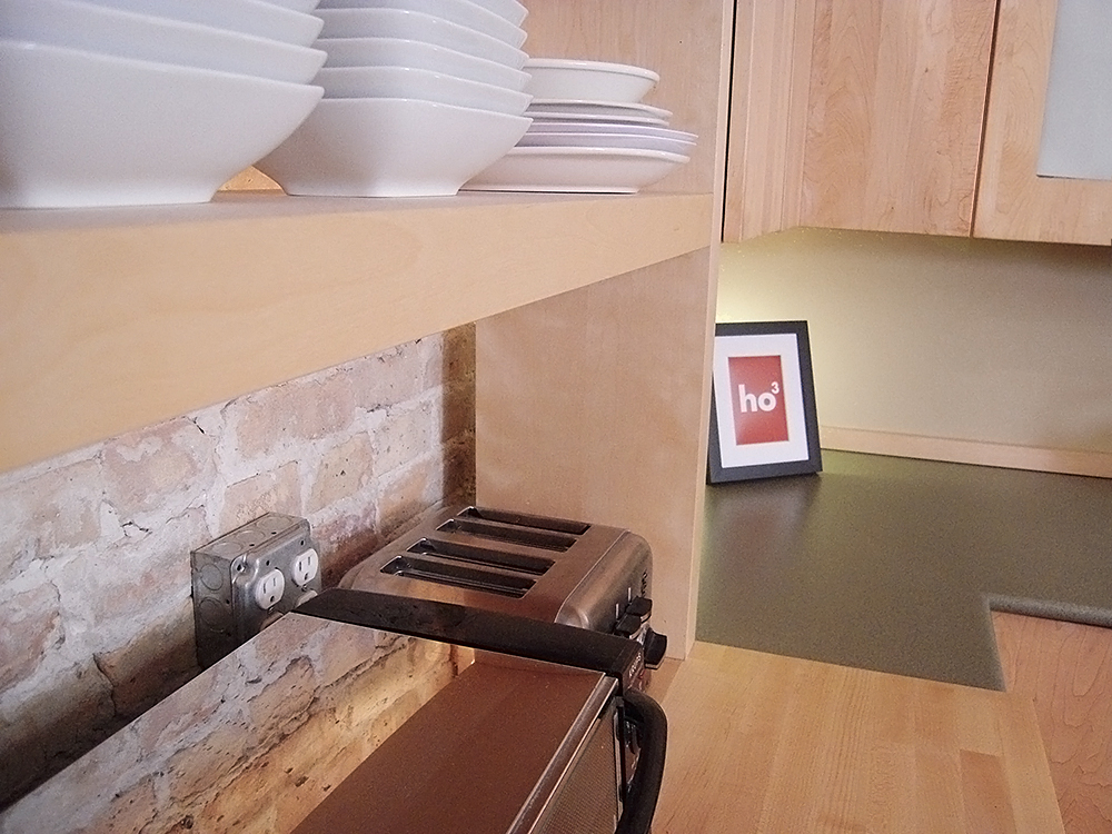 des tag res ouvertes dans la cuisine. Black Bedroom Furniture Sets. Home Design Ideas