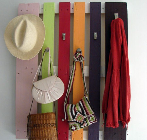 colorful-diy-coat-rack-of-a-pallet-1