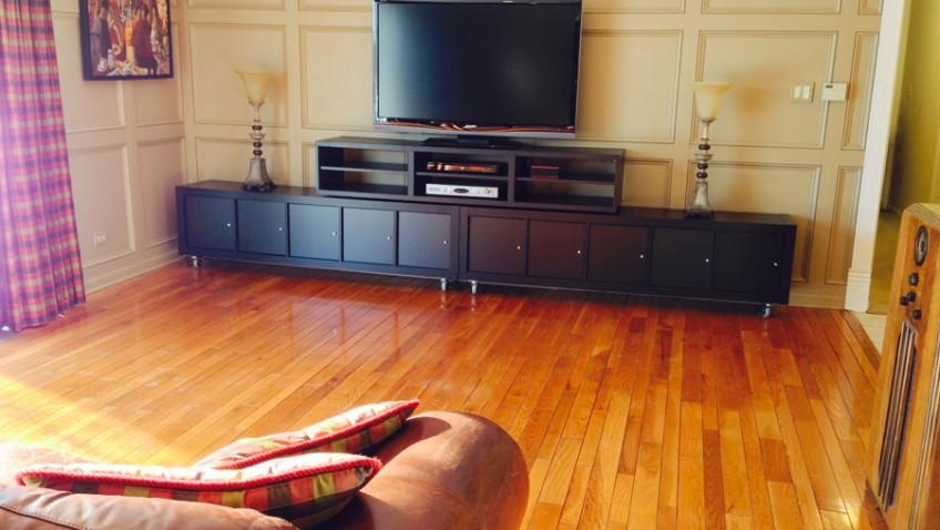 le meuble t l se transforme en zone de jeux pour les enfants. Black Bedroom Furniture Sets. Home Design Ideas