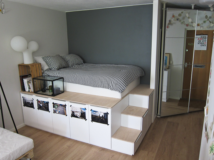 un lit avec expedit et du rangement. Black Bedroom Furniture Sets. Home Design Ideas