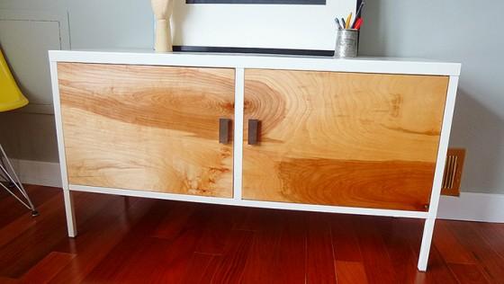 Relooker une armoire IKEA en meuble années 50 haut de gamme