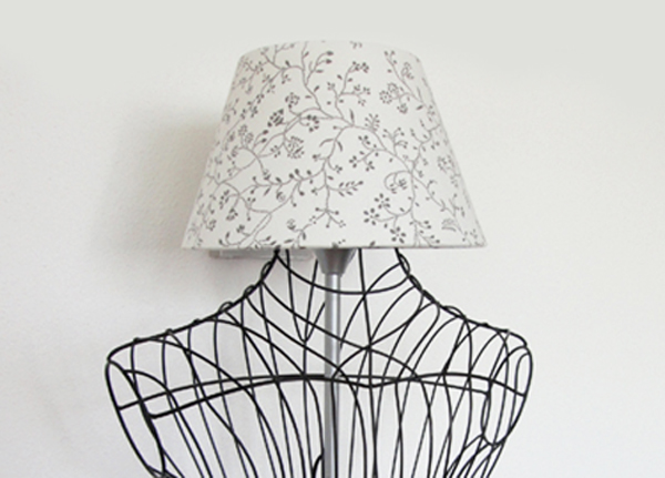 une lampe diy dans un buste de mannequin. Black Bedroom Furniture Sets. Home Design Ideas