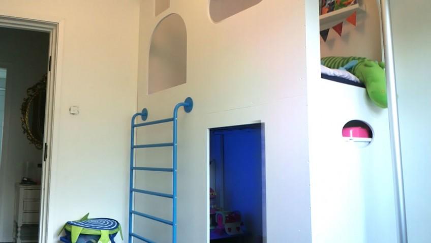 un ch teau cabane lit mezzanine avec sniglar. Black Bedroom Furniture Sets. Home Design Ideas