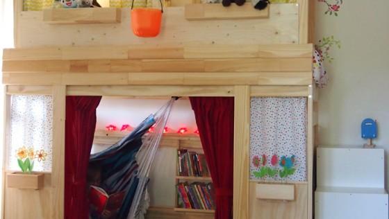 Lit superposé Mydal transformé en lit-cabane