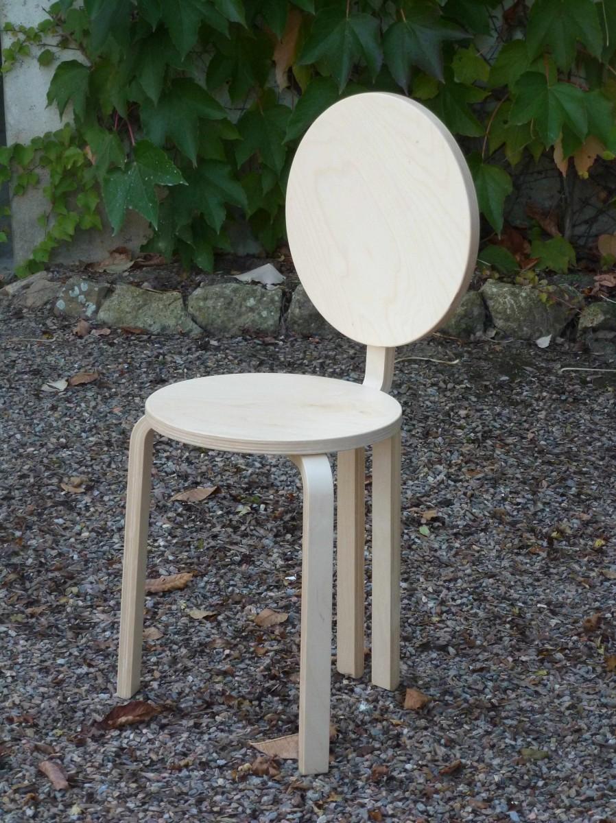 Une petite chaise pop avec frosta for Ikea lit une chaise