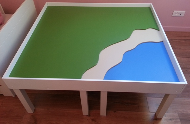 une table de jeu playmobil avec lack. Black Bedroom Furniture Sets. Home Design Ideas