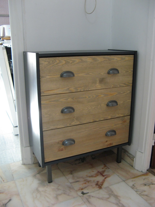 Commode rast industrielle personnalis e for Meubles industriels ikea
