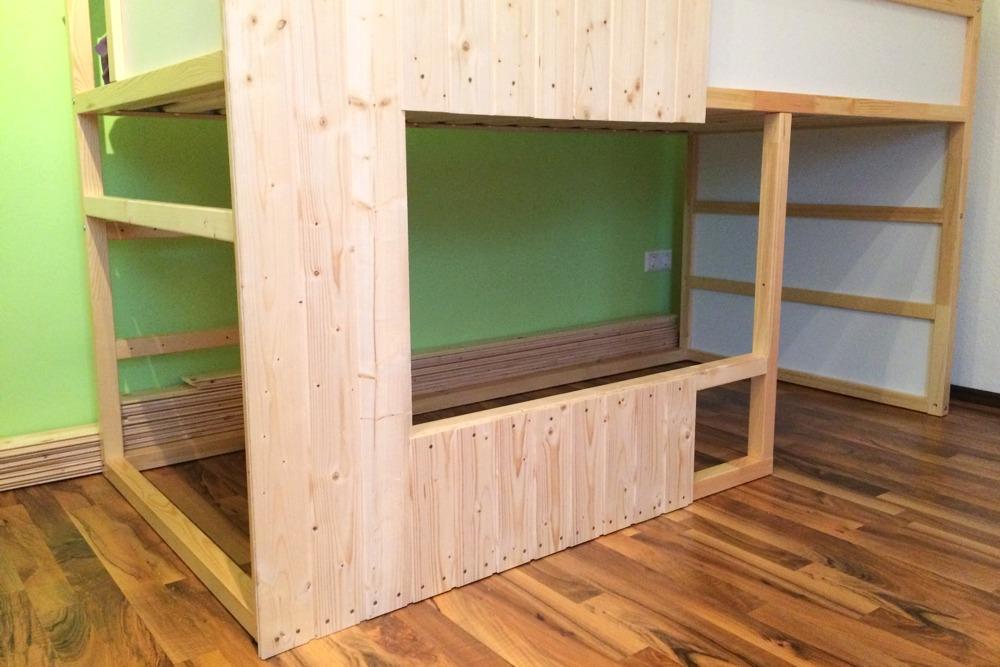 Une cabane diy pour nos enfants bidouilles ikea - Fabriquer un lit en bois plan ...