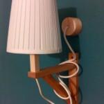 Une lampe EKBY VALTER
