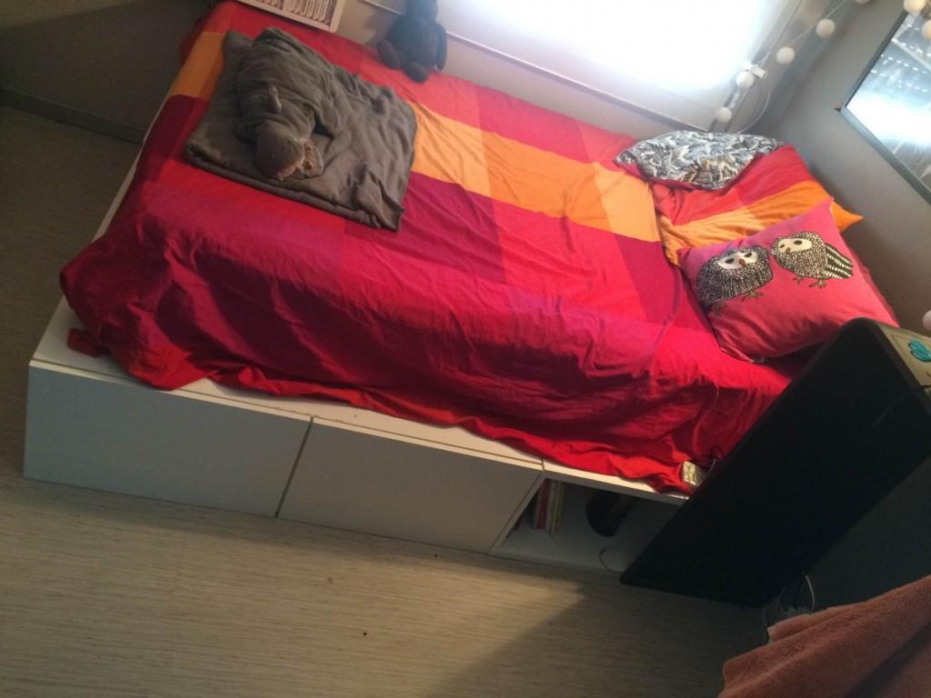 lit avec rangement avec des meubles besta. Black Bedroom Furniture Sets. Home Design Ideas