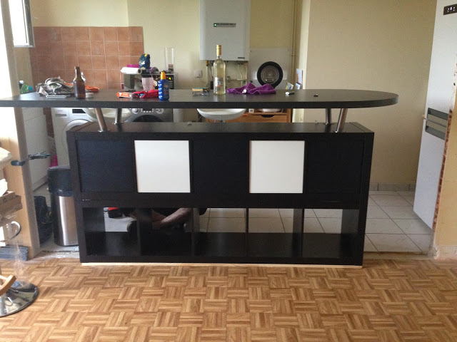 Table de bar avec kallax bidouilles ikea for Ilot central mange debout