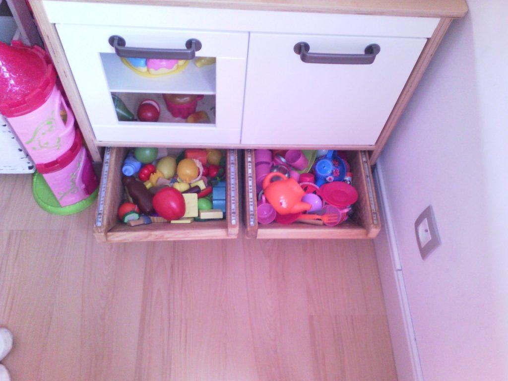 Cr ation de tiroirs de rangement sous mini cuisine duktig for Rangement tiroir cuisine ikea