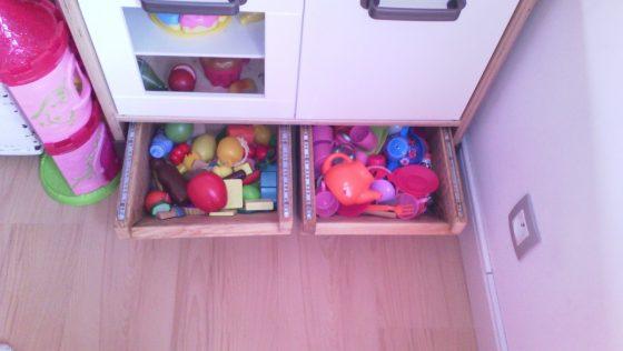 Création de tiroirs de rangement sous mini cuisine DUKTIG