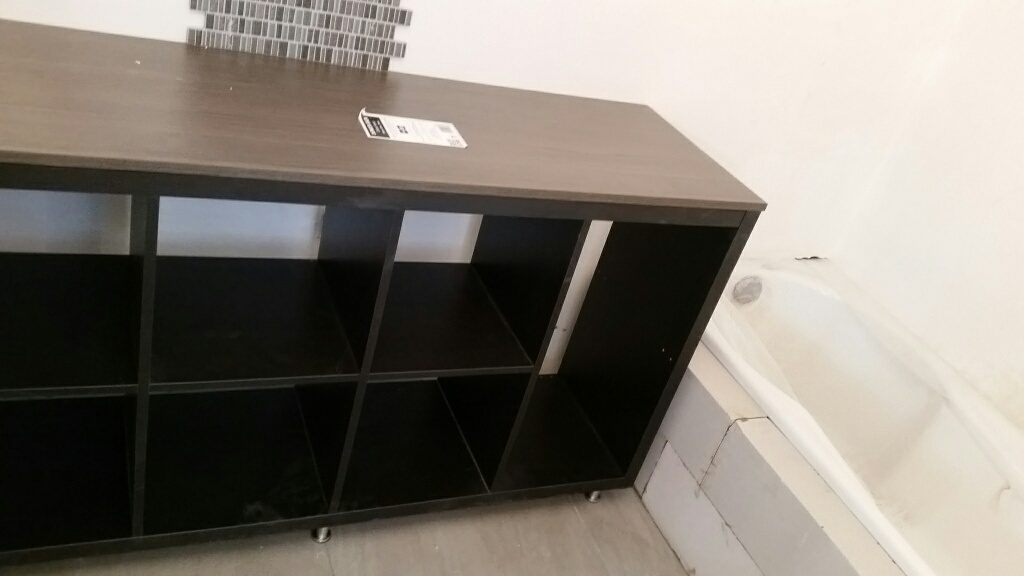 meuble diy ikea pour une petite salle de bain. Black Bedroom Furniture Sets. Home Design Ideas