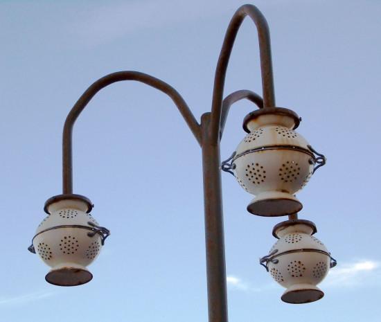 Une suspension et un lampadaire avec la passoire gemak for Installer un lampadaire exterieur
