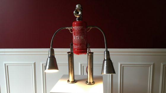Un robot lampe extincteur unique !