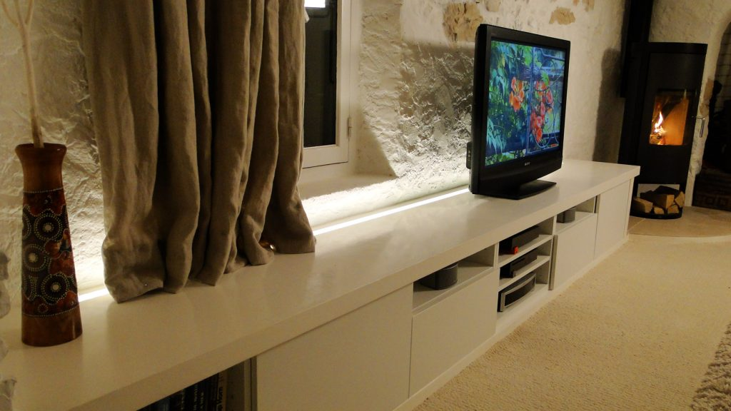 Banc tv ikea besta personnalis plan 3d bidouilles for Petit banc tv