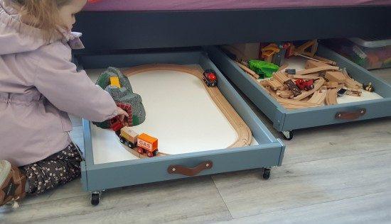 Recycler la table à langer IKEA SNIGLAR en rangements pour enfants