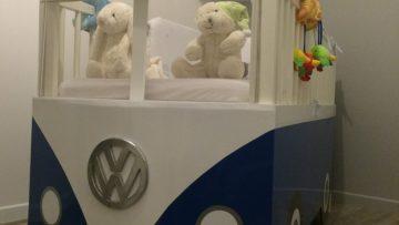 Un lit bébé Combi Volkswagen avec le lit Gulliver