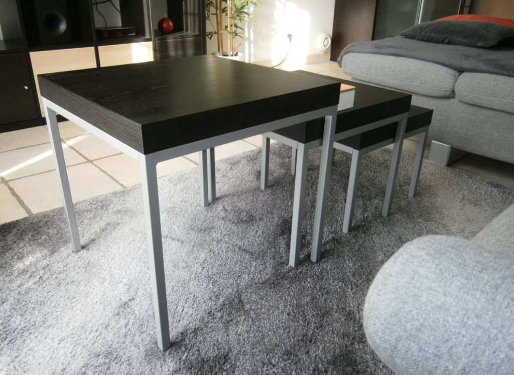 une table gigogne coupl e un lampadaire. Black Bedroom Furniture Sets. Home Design Ideas