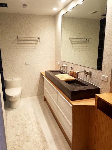 Meuble de salle de bain ikea en contreplaqu bambou avec - Meuble salle de bain ikea godmorgon ...