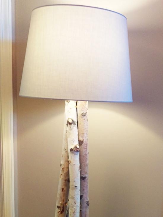 Une magnifique lampe sur pied en bois de bouleau for Ikea lampe sur pied