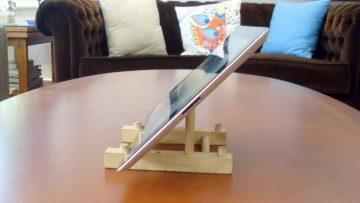 Transformez votre range-assiette en bois bon marché en un support Ipad