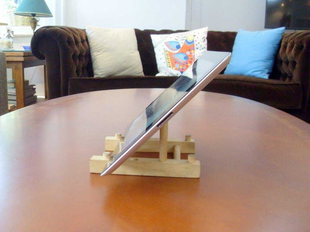 transformez votre range assiette en bois bon march en un support ipad. Black Bedroom Furniture Sets. Home Design Ideas