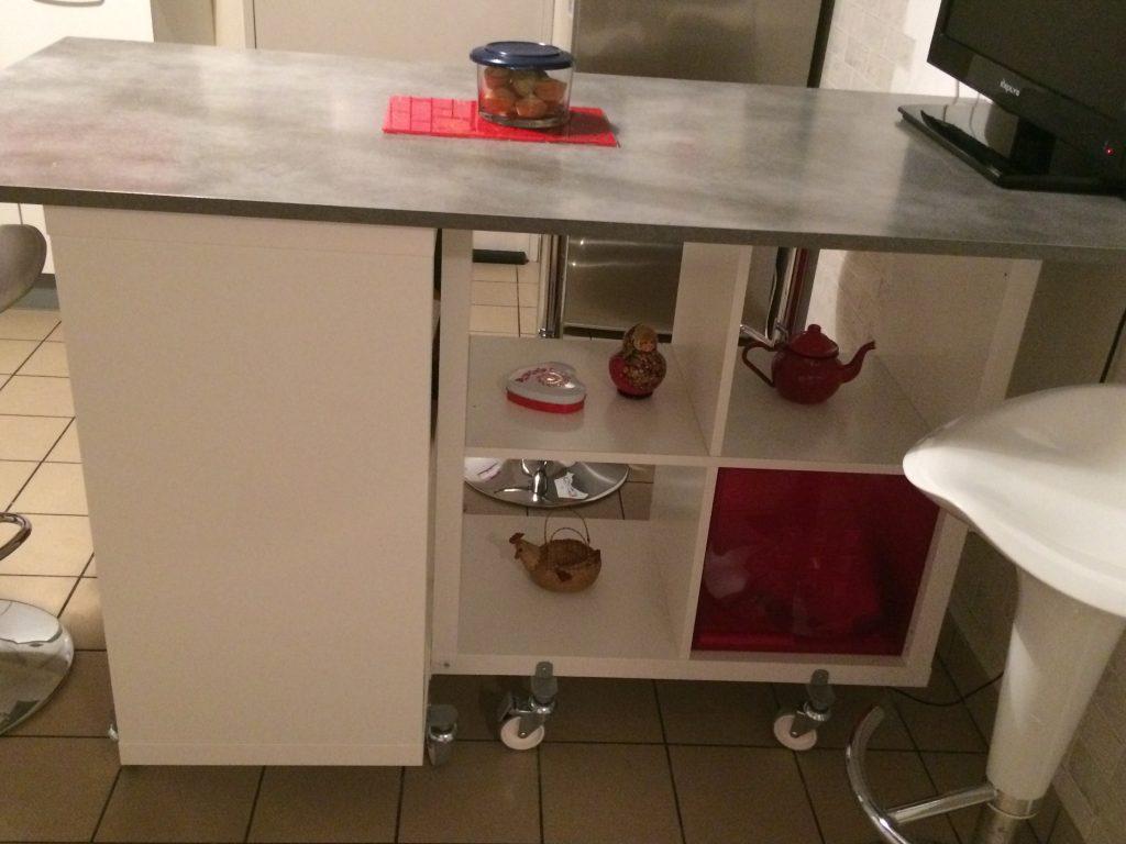 Table îlot de la cuisine de Corine avec Kallax