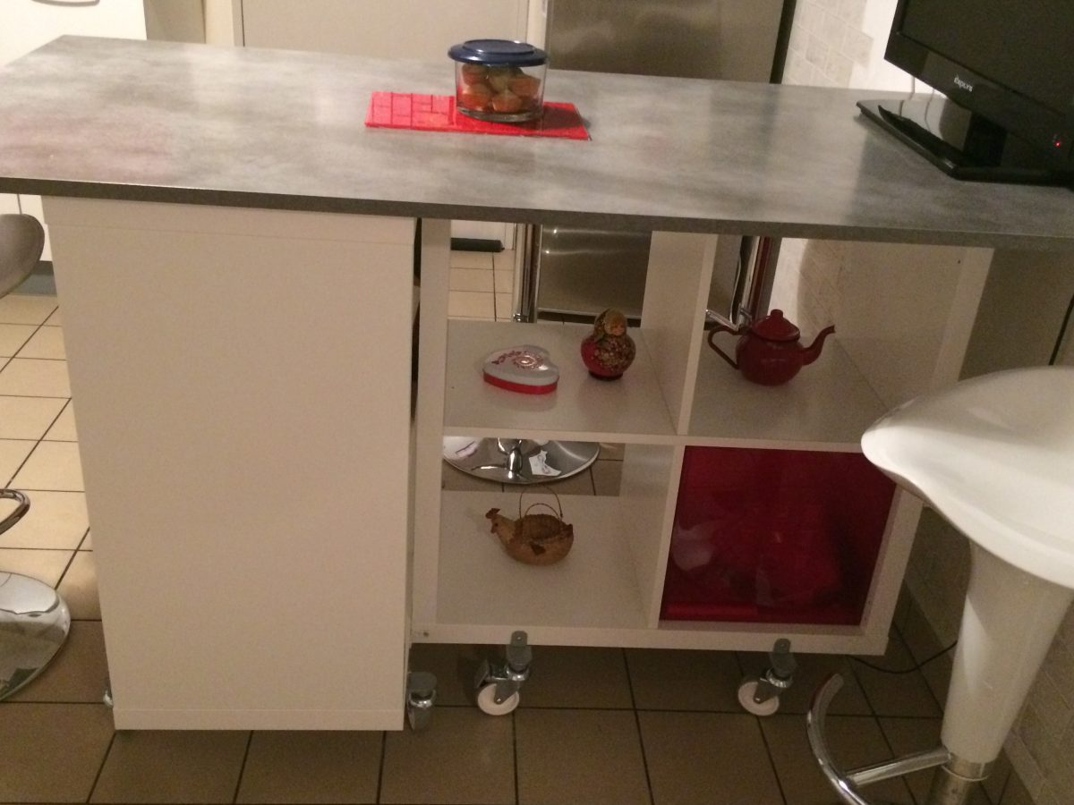 Table lot de la cuisine de corine avec kallax for Ilot cuisine table a manger ikea