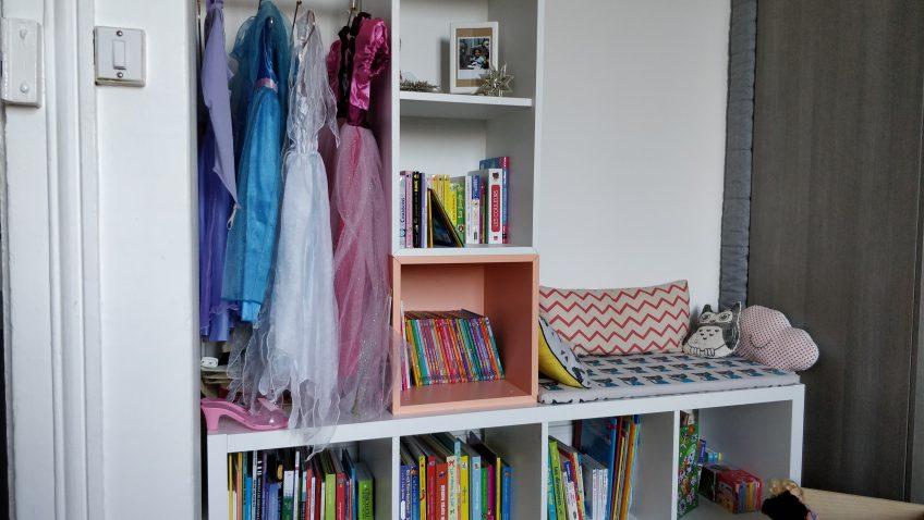 une penderie coin lecture pour les enfants. Black Bedroom Furniture Sets. Home Design Ideas