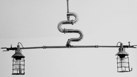 KROBY, la lampe-serpent
