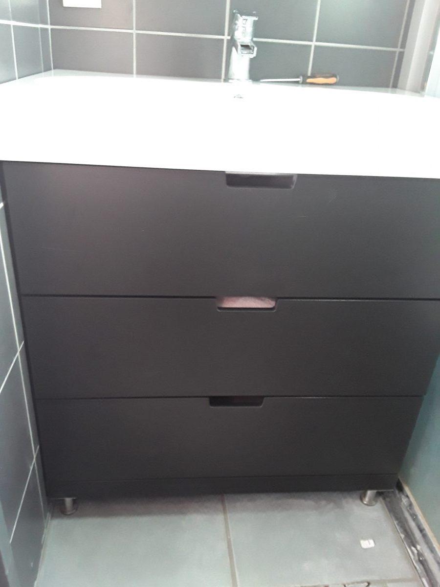 Pied Meuble Salle De Bain Ikea un meuble de salle de bain avec une commode nordli