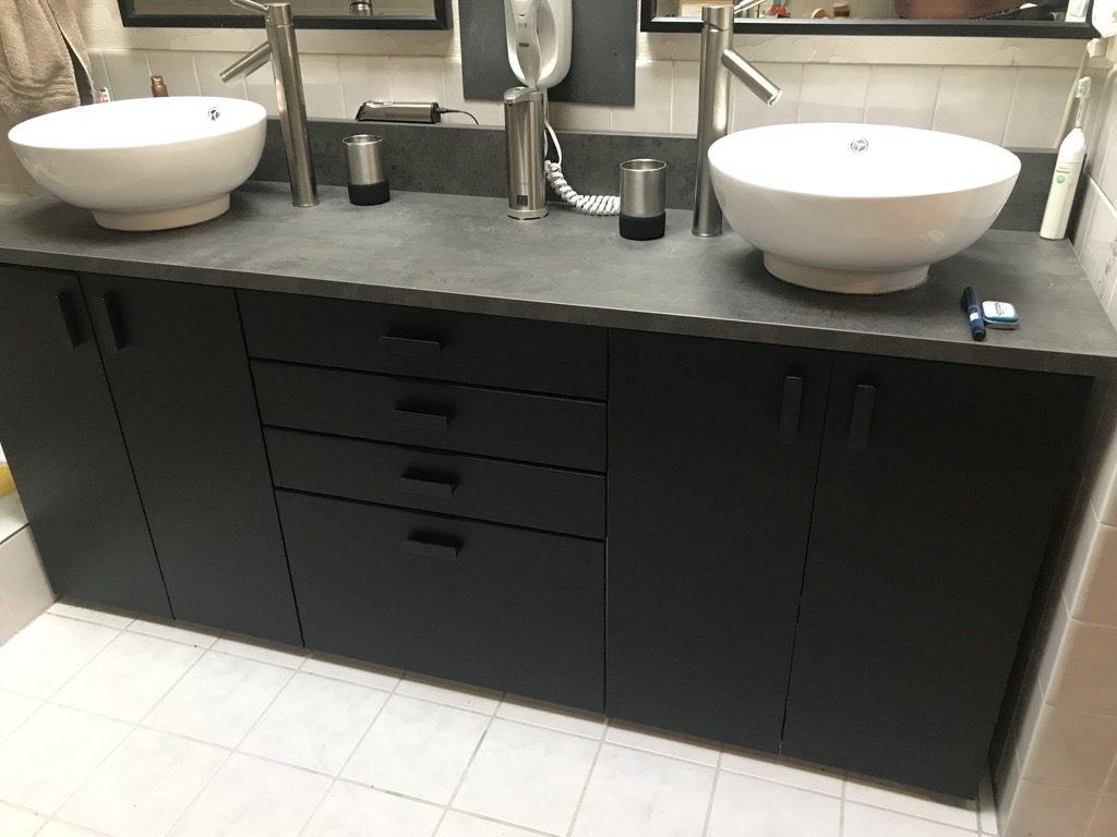 Faîtes-en un meuble de salle de bain avec double vasque