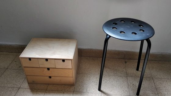 Deux incontournables d'IKEA pour réaliser une table de chevet à tiroirs